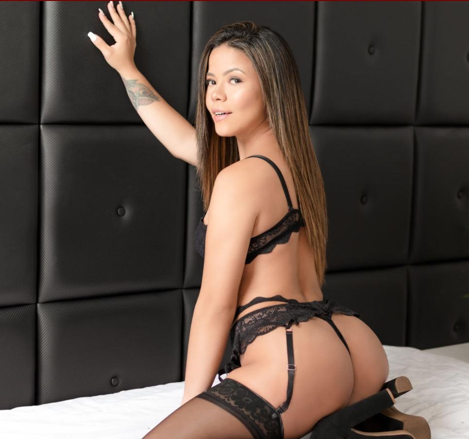 adriana in sexy black lingerie